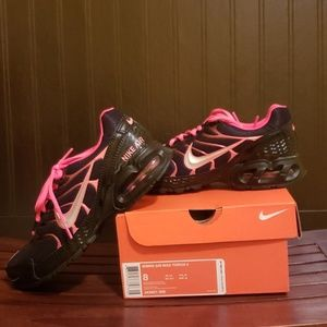 Brand New Womens Nike Airmax Torch 4 shoes size 8